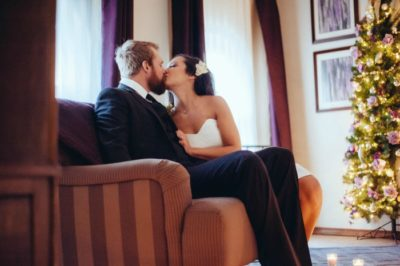 Bride and groom kissing in Coeur d'Alene