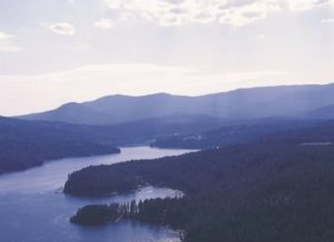 Outdoor fun in Coeur d'Alene is here! Cruise the lake together and take in the beauty.